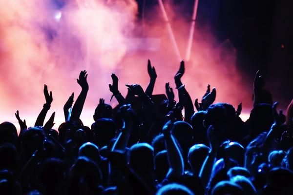 concert-crowd-live